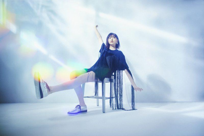 2nd EP『After Rain』をリリースした、最注目の次世代現役高校生シンガー・三阪咲インタビュー「みんなの顔、いつも見ています!」