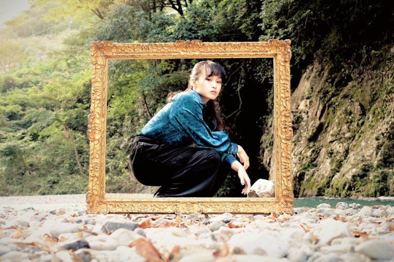 オルタナティブ・シンガーソングライター、みねこ美根が新曲「さよなら起承転結」をリリース!一度聴いたら忘れられない楽曲に込められた想いと彼女の素顔とは
